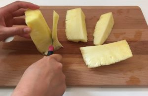 ananas schneiden strunk