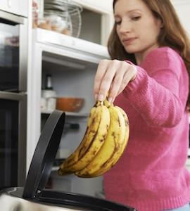 ᐅ Der Kühlschrank stinkt? Warum? Und was kannst Du dagegen tun?