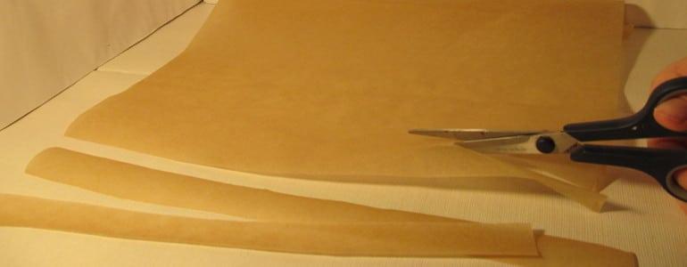 Backpapier schneiden fuer Fliegenfalle