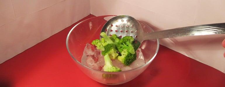 Brokkoli nach dem Kochen abschrecken