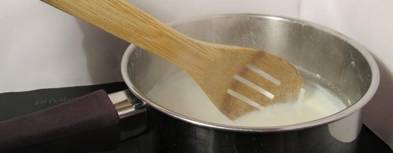 Milch beim Kochen staendig ruehren