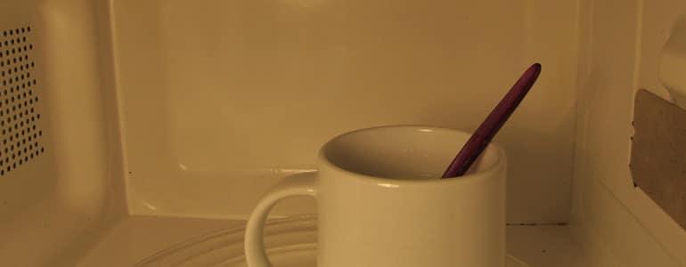 Milch in der Mikrowelle kochen