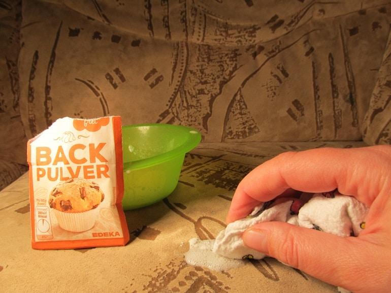 Polster mit Backpulver reinigen