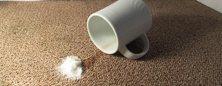 Salz gegen Teppichflecken