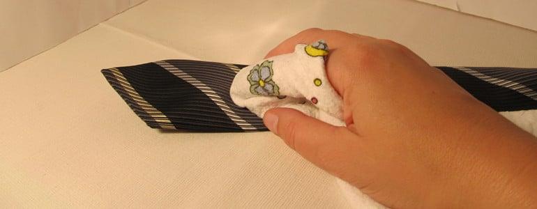 Schlipps aus Seide reinigen