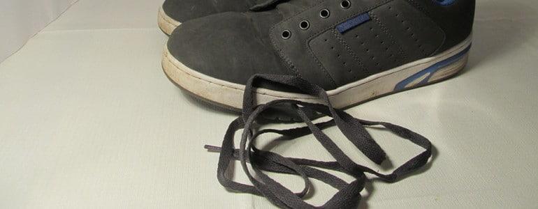 Schuhe waschen Schnuersenkel entfernen