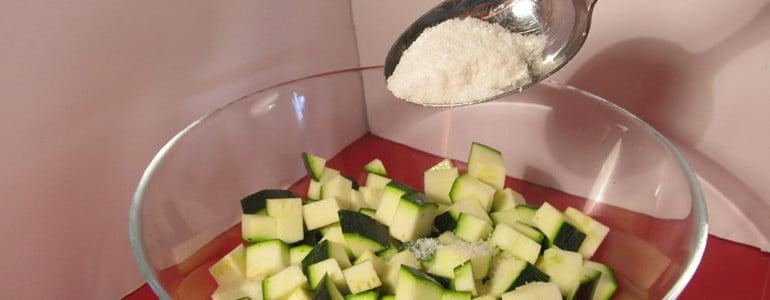 Zucchini salzen zum Einfrieren